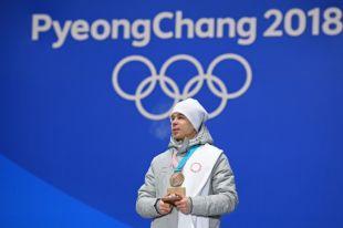 Российскому шорт-трекисту Елистратову вручили бронзовую медаль