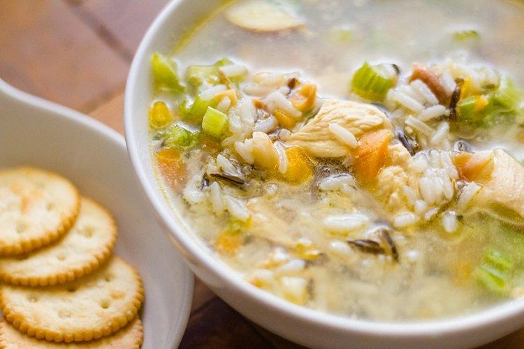 Рисовый суп с курицей и сельдереем