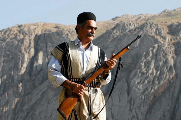 Вооруженный мужчина племени бехтиаров. | Фото: fouman.com.