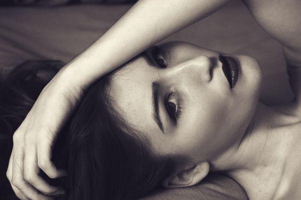 Сухая кожа на локтях: разбираемся в причинах, лечим и ухаживаем