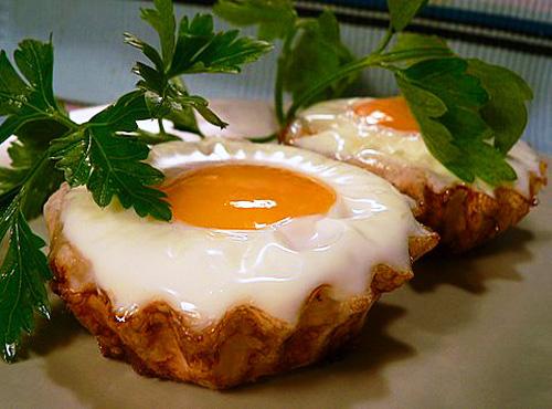 ичница-глазунья в тестяных корзиночках  Быстрое блюдо для завтрака
