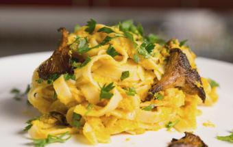 Паста с грибами и тыквенным соусом