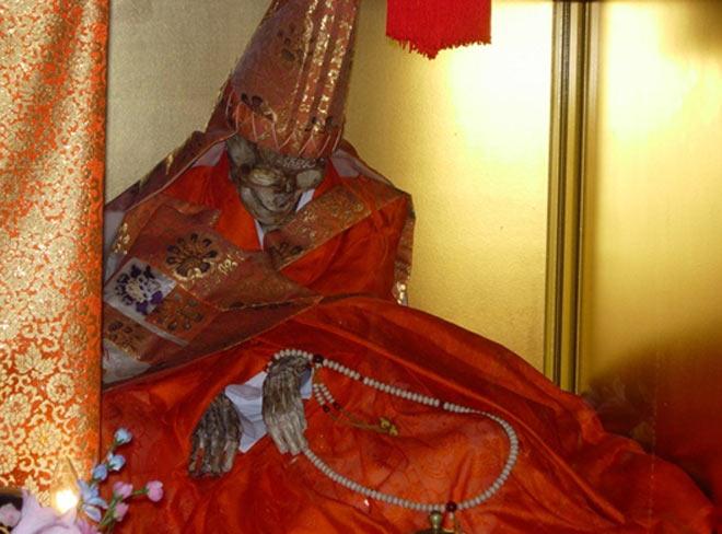 В прошлом буддисты мумифицировали сами себя