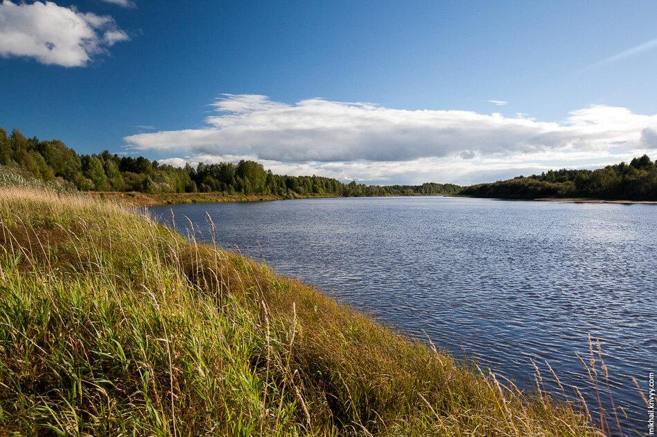 3. Проехав по красивейшим холмам на левом берегу реки Сысолы мы спустились к переправе.