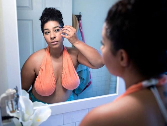 Удивительное полотенце для груди произвело фурор в женской моде