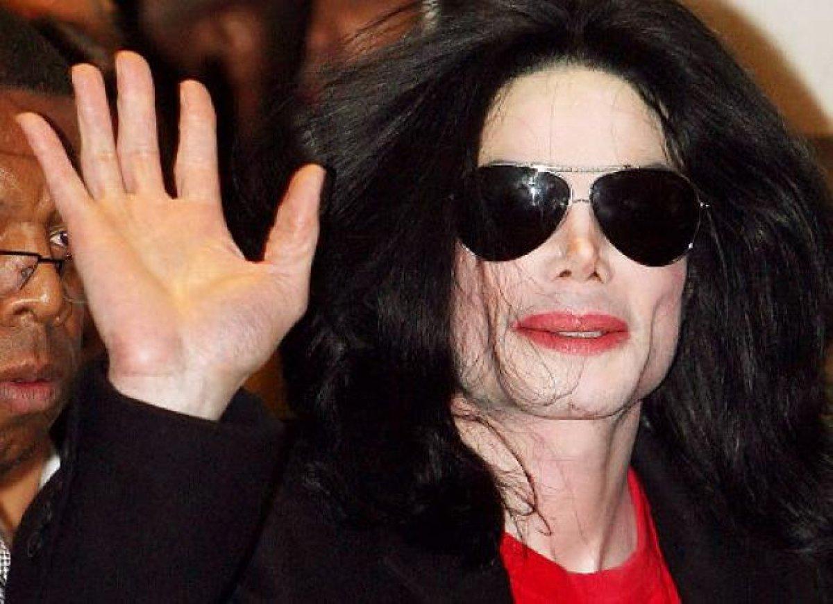 """""""Чтобы голос не ломался"""". Личный врач Майкла Джексона заявил, что отец кастрировал поп-звезду в 12 лет"""
