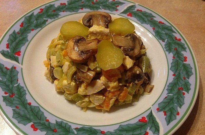 Салат «Обжора» с курицей — очень сытный салатик к празднику