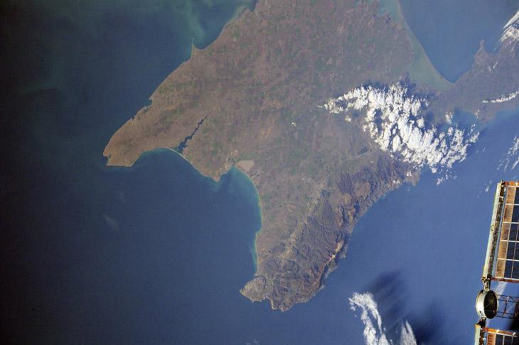 Крымский мост и многое другое из космоса