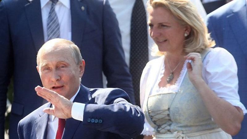 Путин погулял на свадьбе в Австрии и станцевал с невестой