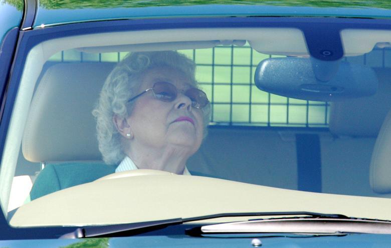 15 фотографий, на которых королеву Великобритании можно принять за обычную подданную
