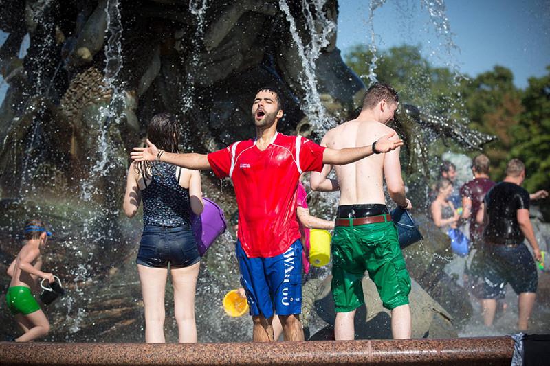 Мокрое полотенце и перец: как спасаются от жары жители разных стран? жара, лето, сиеста