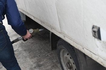 Курс рубля будет менять стоимость бензина