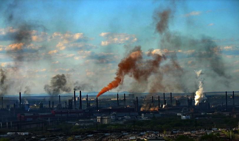 ВЭБ: ВВП России падает третий месяц подряд