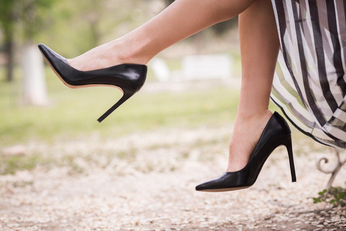 Женщина в туфлях на высоком каблуке. /Фото: rafflesmedicalgroup.com