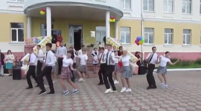 Зажигательный танец выпускни…