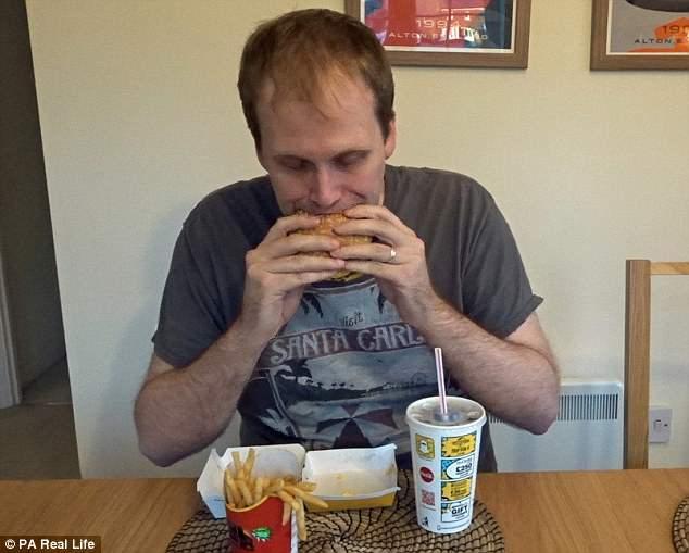Питавшийся фастфудом блогер за неделю похудел