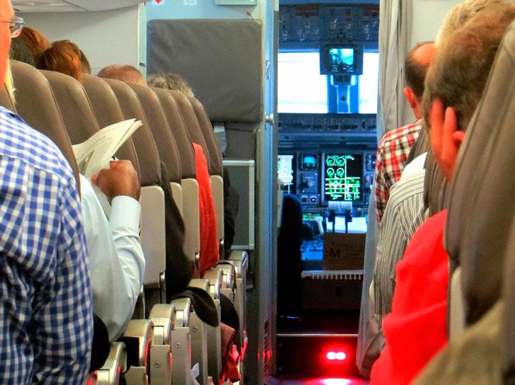 Как пассажир и ребенок рассмешили весь самолет