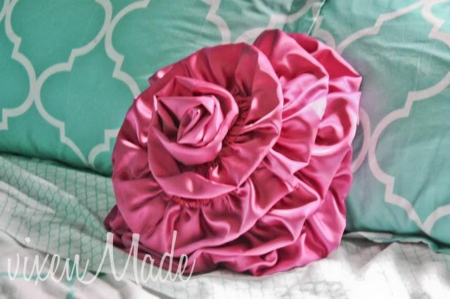 Подушка в виде цветка (фото мастер-класс)