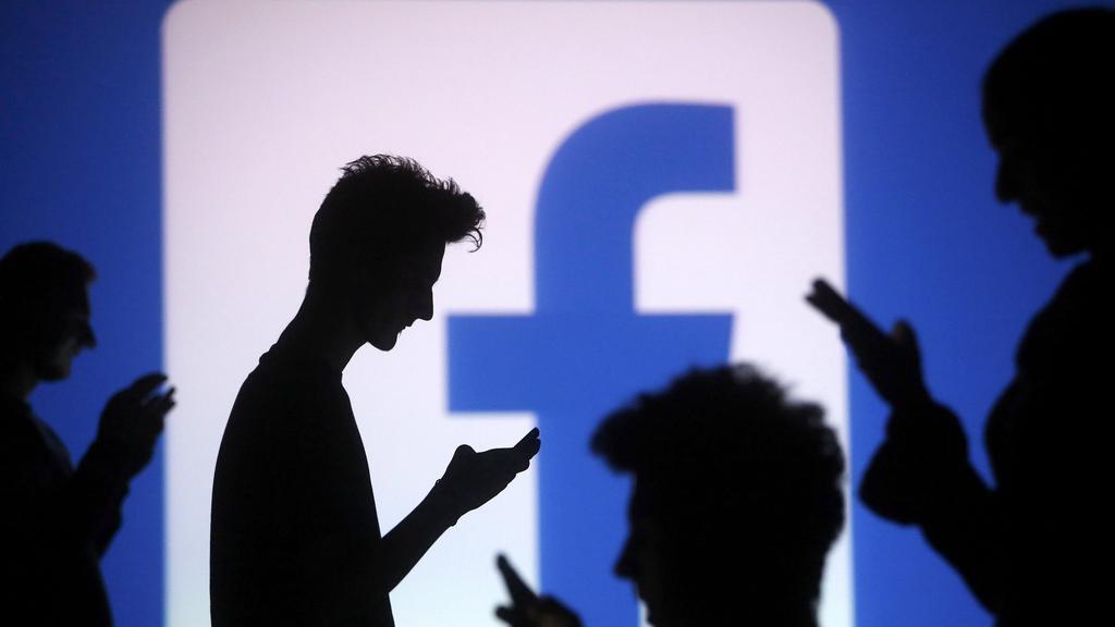 Как Facebook оправдывается за вмешательство России в выборы