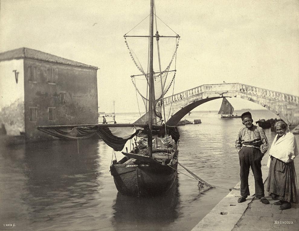 Старики и рыболовное судно в Кьоджа