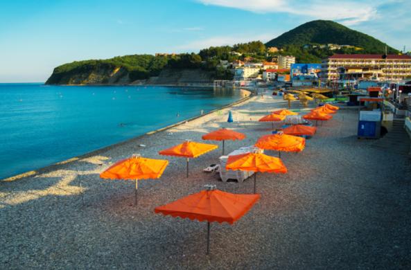 Названы самые экономичные морские курорты России