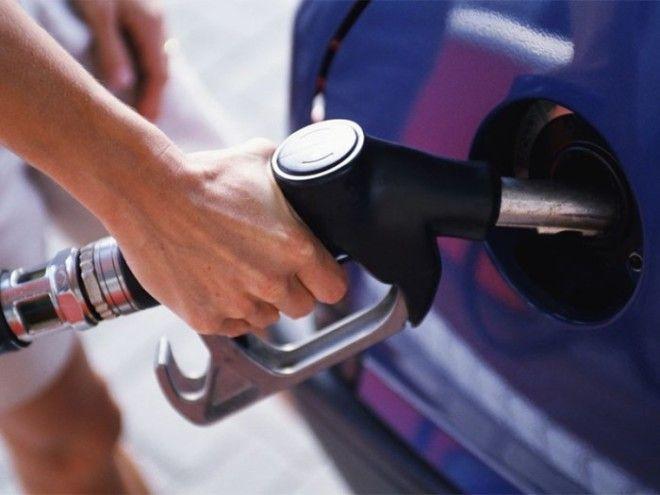 Октановое число почти не влияет на расход топлива.