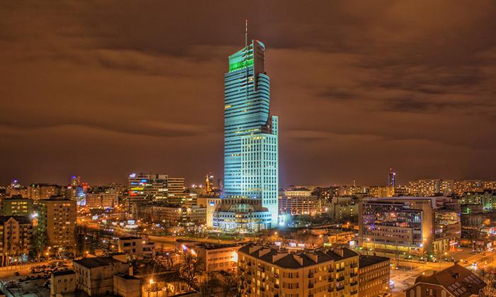 Башня торгового центра в Варшаве: ночной кадр
