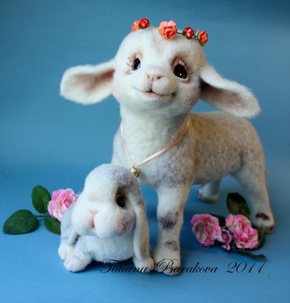 Войлочные игрушки - ягненок и кролик. Фото