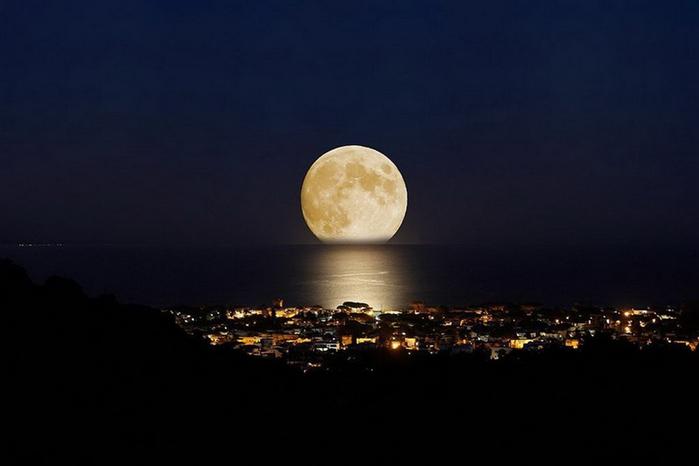 Почему луна не вращается и м…