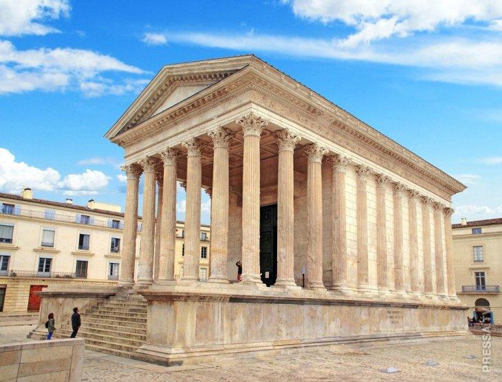Мезон Карре — самый неповрежденный древнеримский храм
