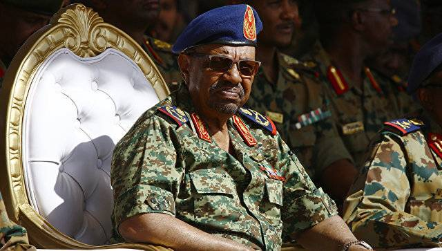 Судан просит РФ выгнать США из Красного моря
