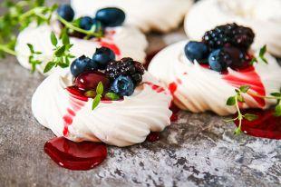 Лесные ягоды, безе и сливочный крем. Как правильно готовить торт «Павлова»