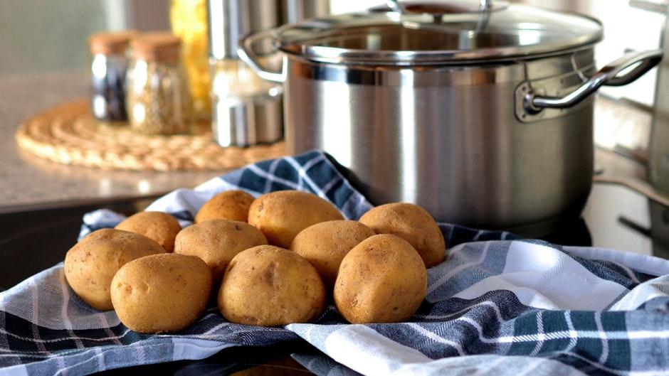 Все мифы о картошке, которые мы смогли найти