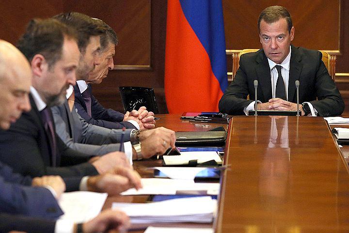 Медведев потребовал улучшить качество обслуживания в поликлиниках