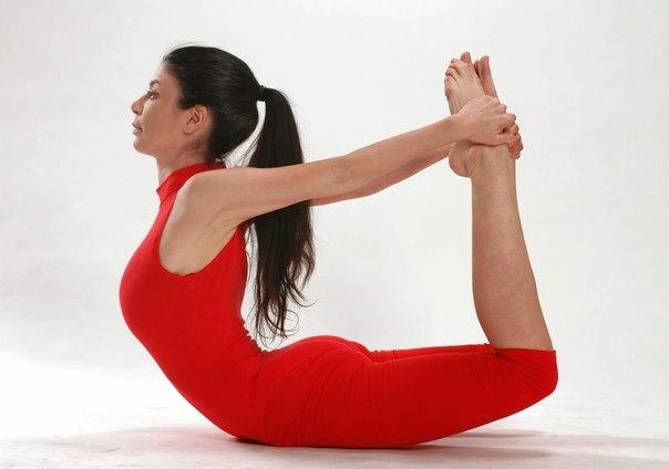 Вечерняя зарядка: 3 легких упражнения для позвоночника