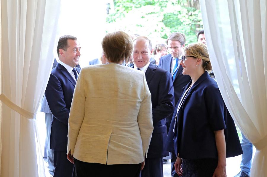 Букет роз для Меркель как ос…