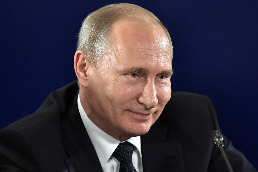 Кандидат – не кандидат? Путин сохраняет интригу
