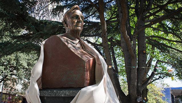 В Крыму открыли памятник президенту США