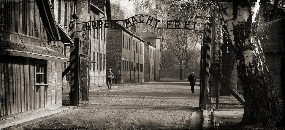 «Arbeit macht frei». Концлагерь Освенцим в Польше