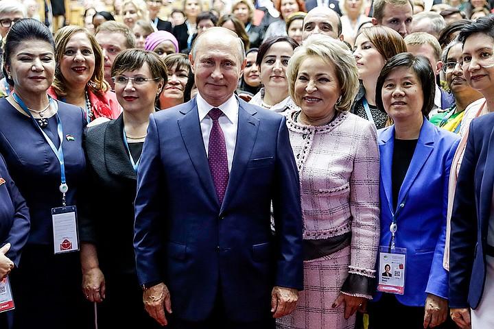 Путин призвал устранить гендерное неравенство