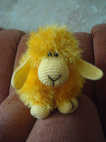 Вяжем диванную подушку овечк…