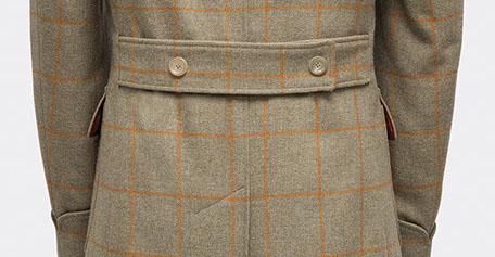 Хлястик с пуговицами на Ольстерском пальто