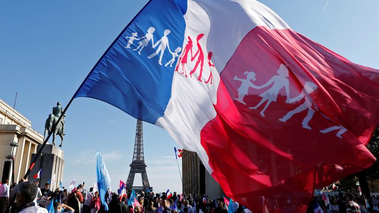 Le Monde рассказала о новом поколении французов-консерваторов