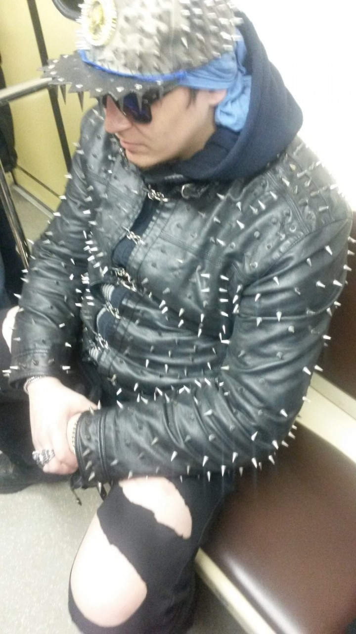 22. Зато место сразу уступают и не давят в метро мдники, метро, смешно, фото