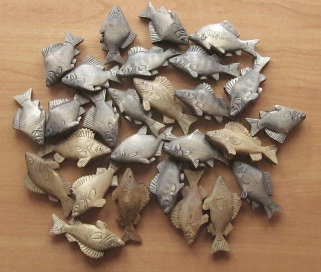 Деревянные резные солонки, перечницы, подставки под зубочистки в виде рыбок