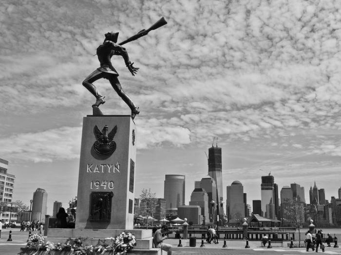 Кто расстрелял в Катыни польских офицеров?
