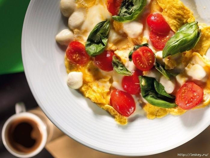 ЛЮБИМЫЙ ЗАВТРАК. Омлет с грибами, помидорами и сыром