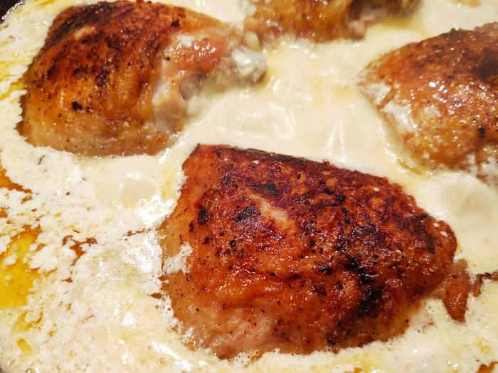 Нежные куриные бёдрышки по-тоскански на овощной подушке (Creamy Tuscan Chicken). Еда, Рецепт, Фоторецепт, Рецепт вкуса, Рецепты тралекс, Кухня, Ужин, Обед, Длиннопост