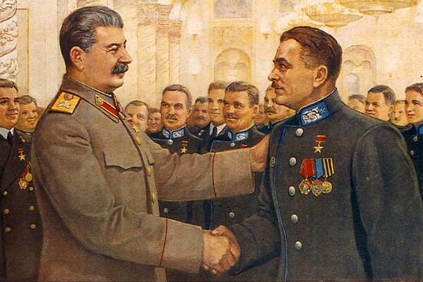 «Гитлер с трепетом слушал советское радио».  Зачем Сталин промывал мозги своему народу и молчал о врагах