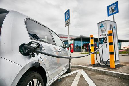 Халявные километры: немцы мухлюют с зарядкой электромобилей